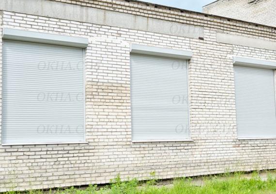 защитные жалюзи на окнах