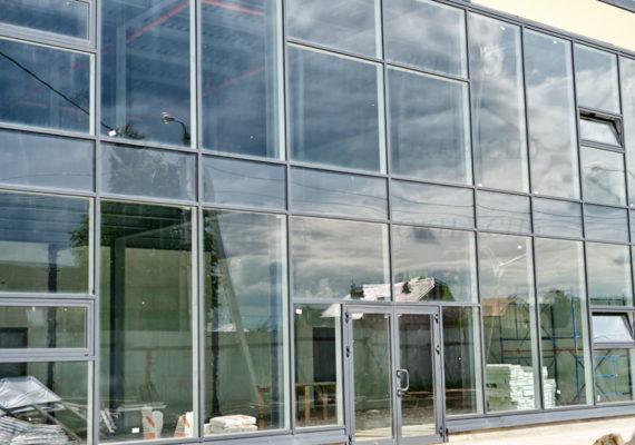 фасад здания из стеклопакетов
