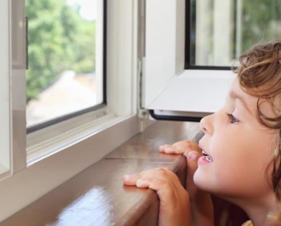 безопасные для детей окна